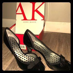 Anne Klein Black Pat Leather Heels Bow